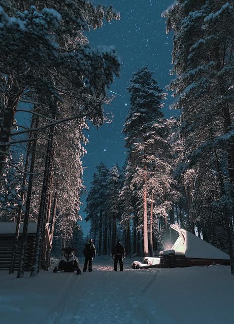 -24 °C, Snowmobile, lavvu, stars, snow and campfire