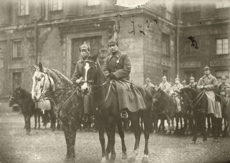 1919-1920. Конный отряд на улицах города