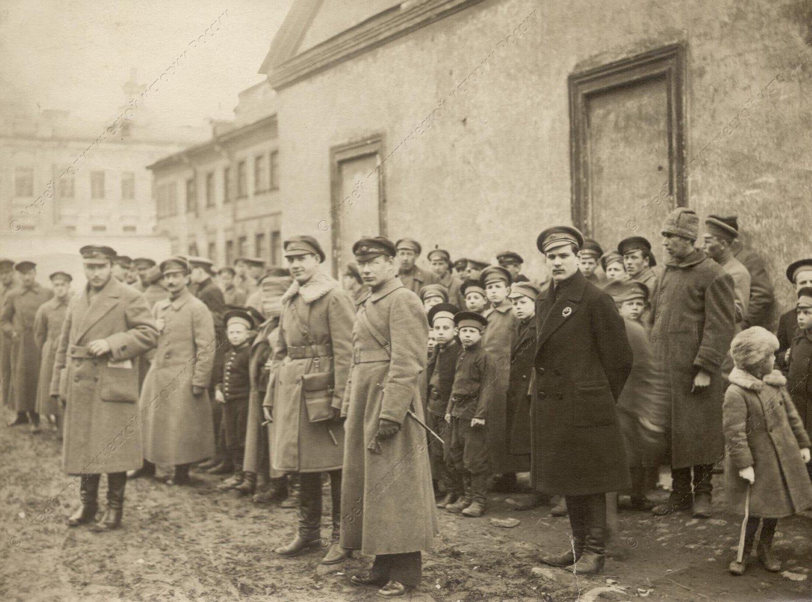1919. Солдаты сводного коммунистического отряда перед отправкой на фронт7