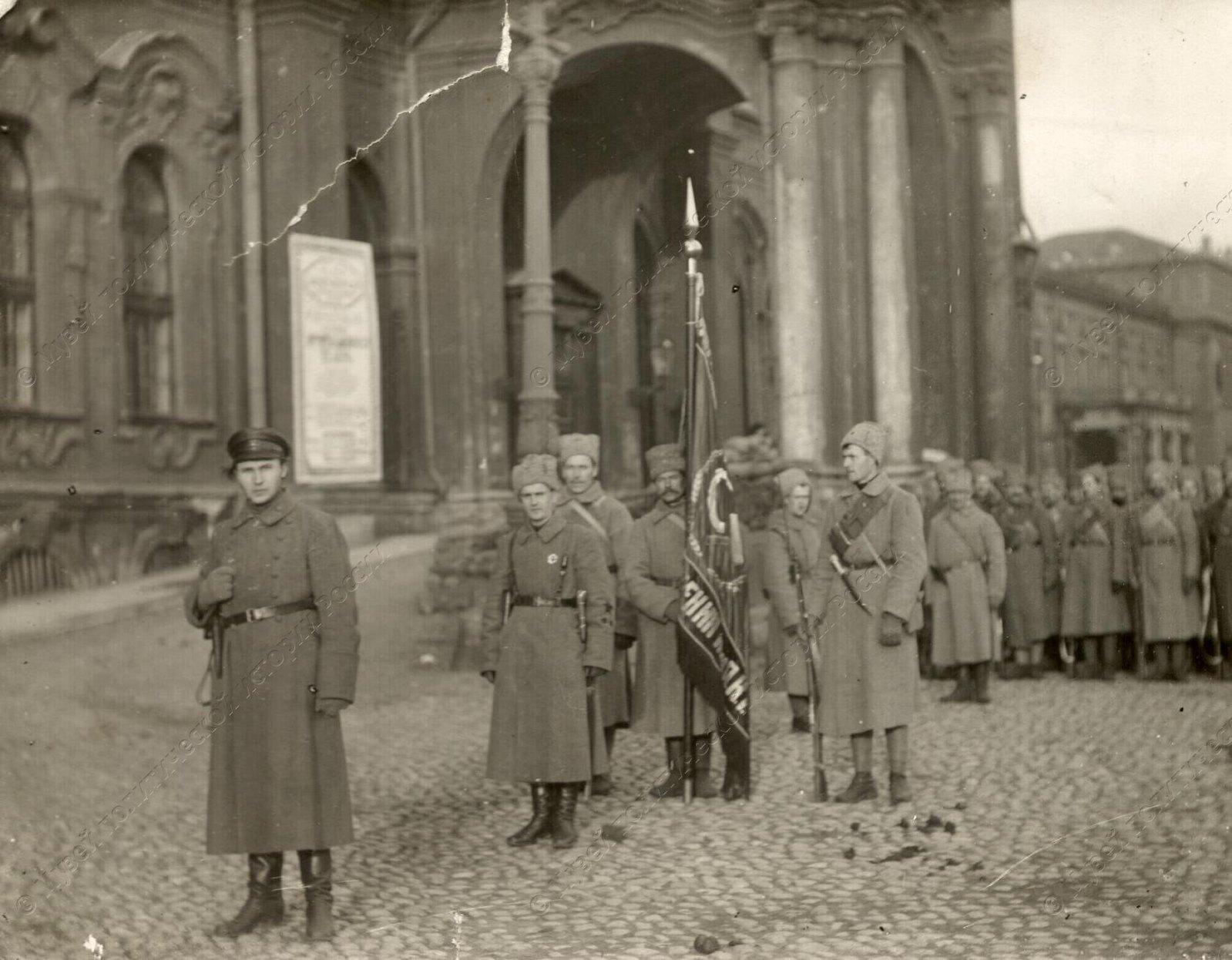 1919. Солдаты сводного коммунистического отряда перед отправкой на фронт5