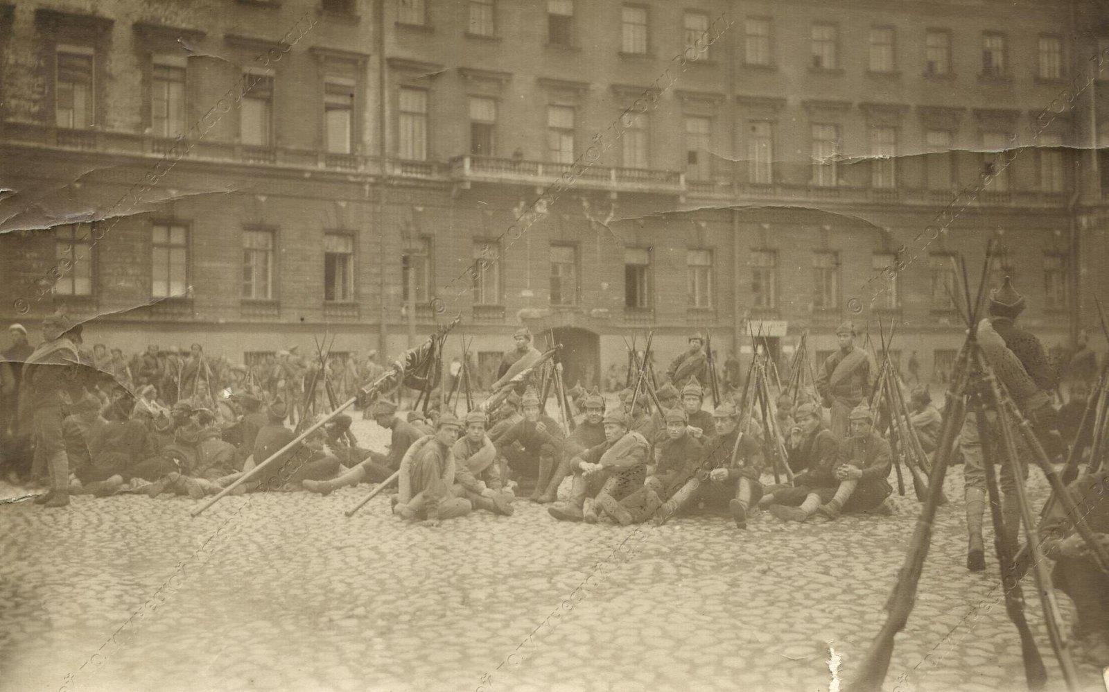1919. Солдаты сводного коммунистического отряда перед отправкой на фронт1