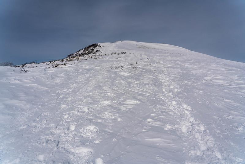 冬の平標山