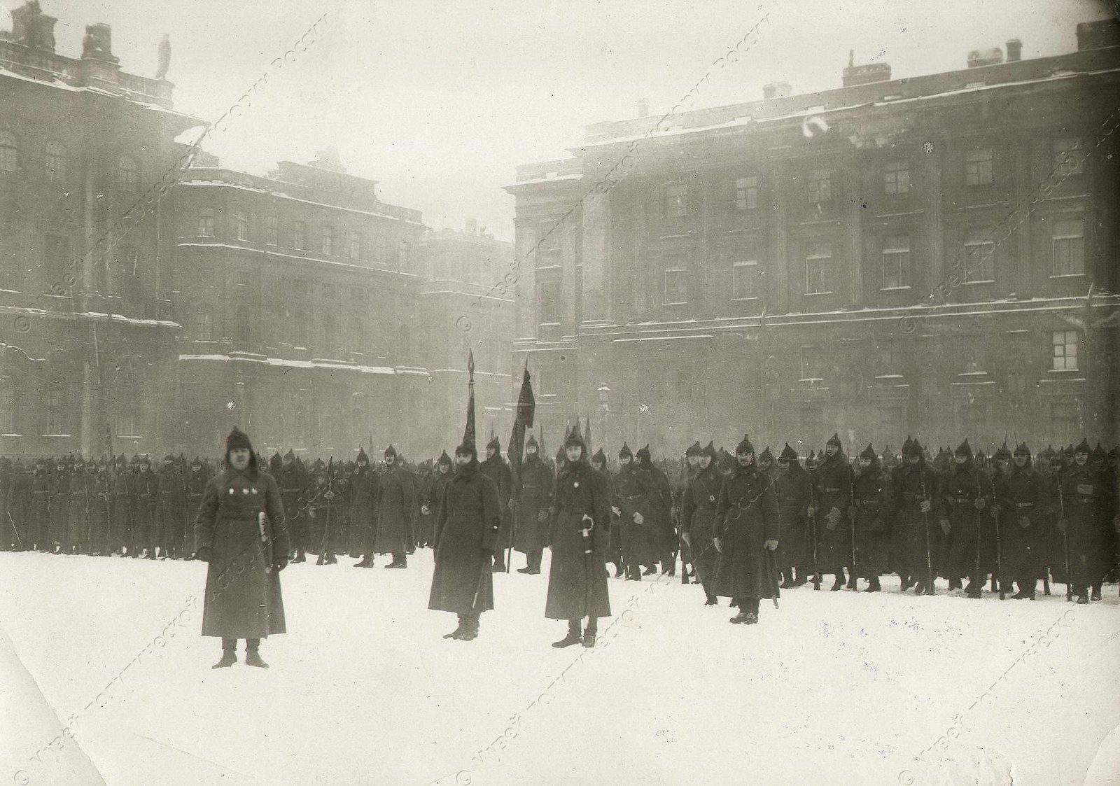 1919-1922. Смотр войск Красной Армии на площади Урицкого1