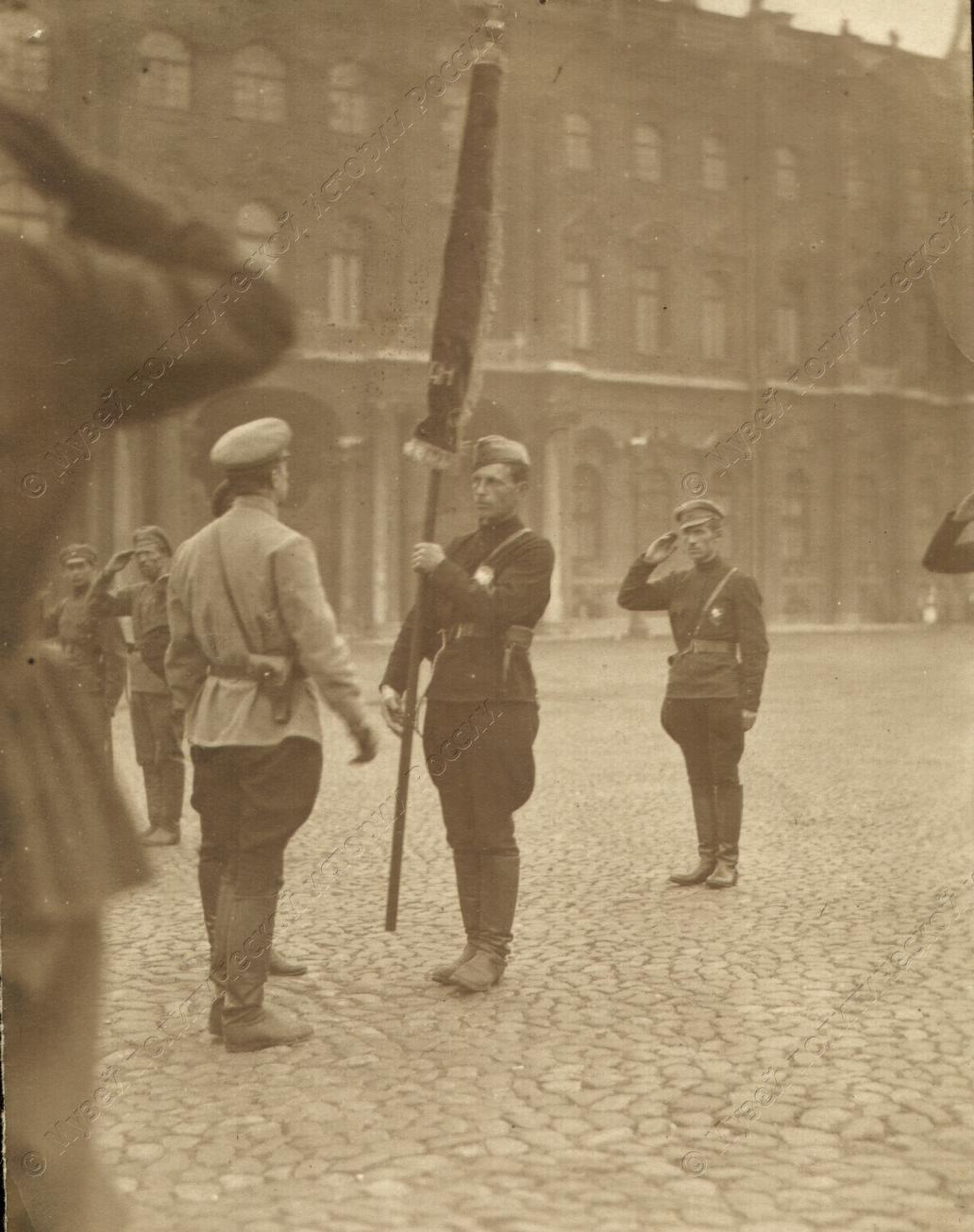 1919. Солдаты сводного коммунистического отряда перед отправкой на фронт