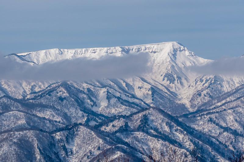 冬の苗場山