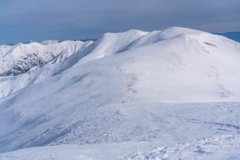冬の平標山から見た稜線