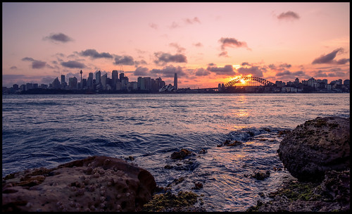 harbour sydney sydneyharbour cremornepoint robertsonlighthouse rocks rockplatform dusk sunset water