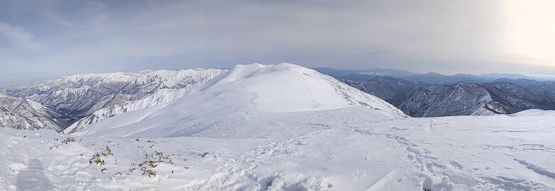冬の平標山の山頂