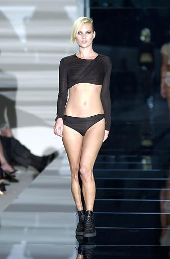 gucci-runway-fashion-show-spring-2001-tom-ford_19