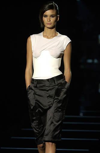gucci-runway-fashion-show-spring-2001-tom-ford_10