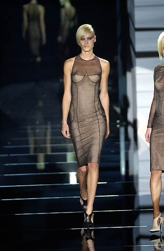 gucci-runway-fashion-show-spring-2001-tom-ford_2