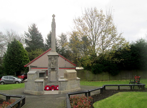 Markinch War Memorial and Bench