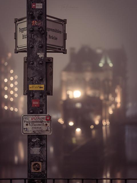 Hamburg Wasserschloss - Foggy Night (Instagram Edition)