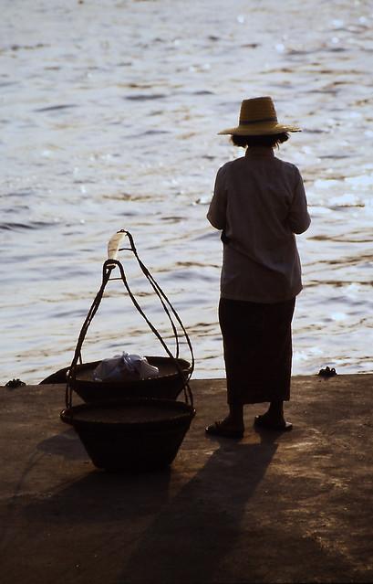Thai am Fluss