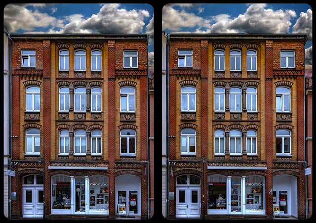 Model scale house 3-D / CrossView / Stereoscopy