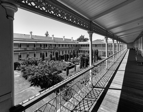 luminosity7 nikond850 launceston tasmania australia melbourne royalmelbournehospital royalparkcampus mountroyalhospital roomwithaview bw blackandwhite monochrome balcony verandah ironwork lightandshade shadows architecture