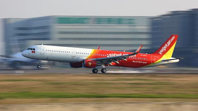 VietJet Air, Airbus A321-200 (VN-A633), Taoyuan International Airport, Taiwan R.O.C.