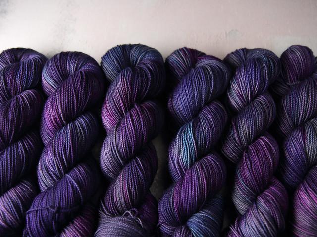 Favourite Sock – hand-dyed superwash merino wool yarn 4 ply/fingering 100g – 'Moondance'