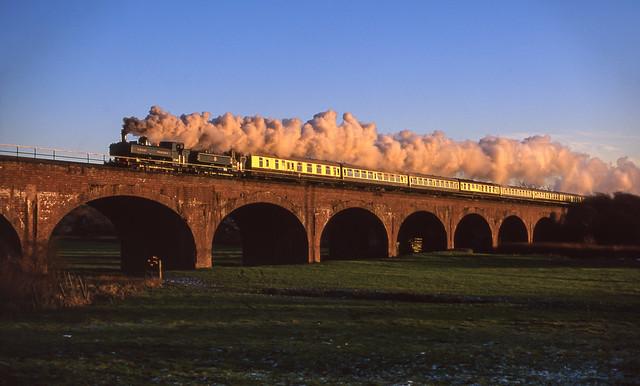 7760+9600 On Old Milverton Viaduct. 30/12/2001.