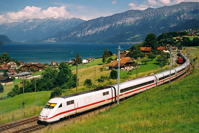 DB ICE treinstel naar Interlaken Ost  - Faulensee