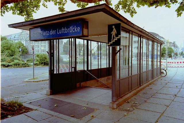 Berlin U-Bahneingang U6 Platz der Luftbrücke 5.6.2020