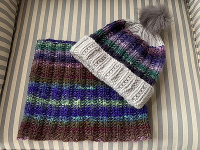 Jenny (JChan8) had 42g left after finishing her Manhattan Cowl so knit the Muchness Hat, both by Susan Ashcroft.