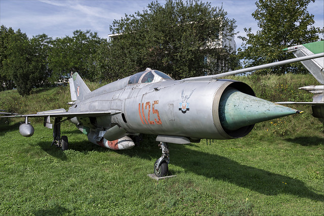 Mikoyan-Gurevich MiG-21R - 02