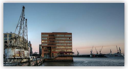 hamburg hafen port harbor sunset abendstimmung kran bürogebäude dock kreuzfahrtschiff körnchen59 elke körner sony 6000 flickr