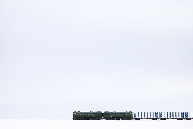 Тепловоз 2ТЭ10МК-3369 с грузовым составом на перегоне Могилёв-3/Луполово.