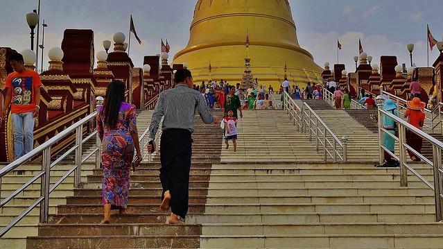 MYANMAR ,Burma , Naypyidaw die neue , ganz spezielle Hauptstadt, rund um die neue, gigantische Friedenspagode-Uppatasanti-Pagode, 78137/13314