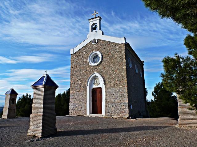 Ermita de Sant Francesc resistiendo al viento - Nàquera - València