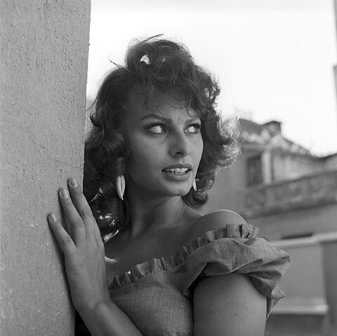 Sophia Loren en una azotea de Toledo durante el rodaje de Orgullo y Pasión en 1956