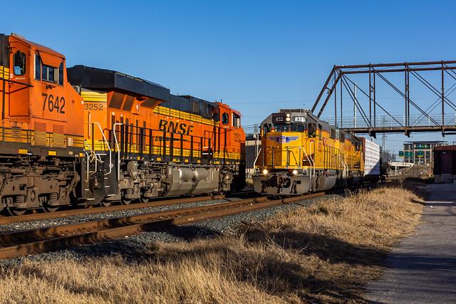UP Rockport Local Meets BNSF Grain Empties
