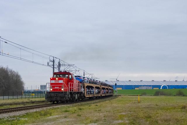 DB Cargo 6441 met een autotrein naar Cobelfret, 15 januari 2021