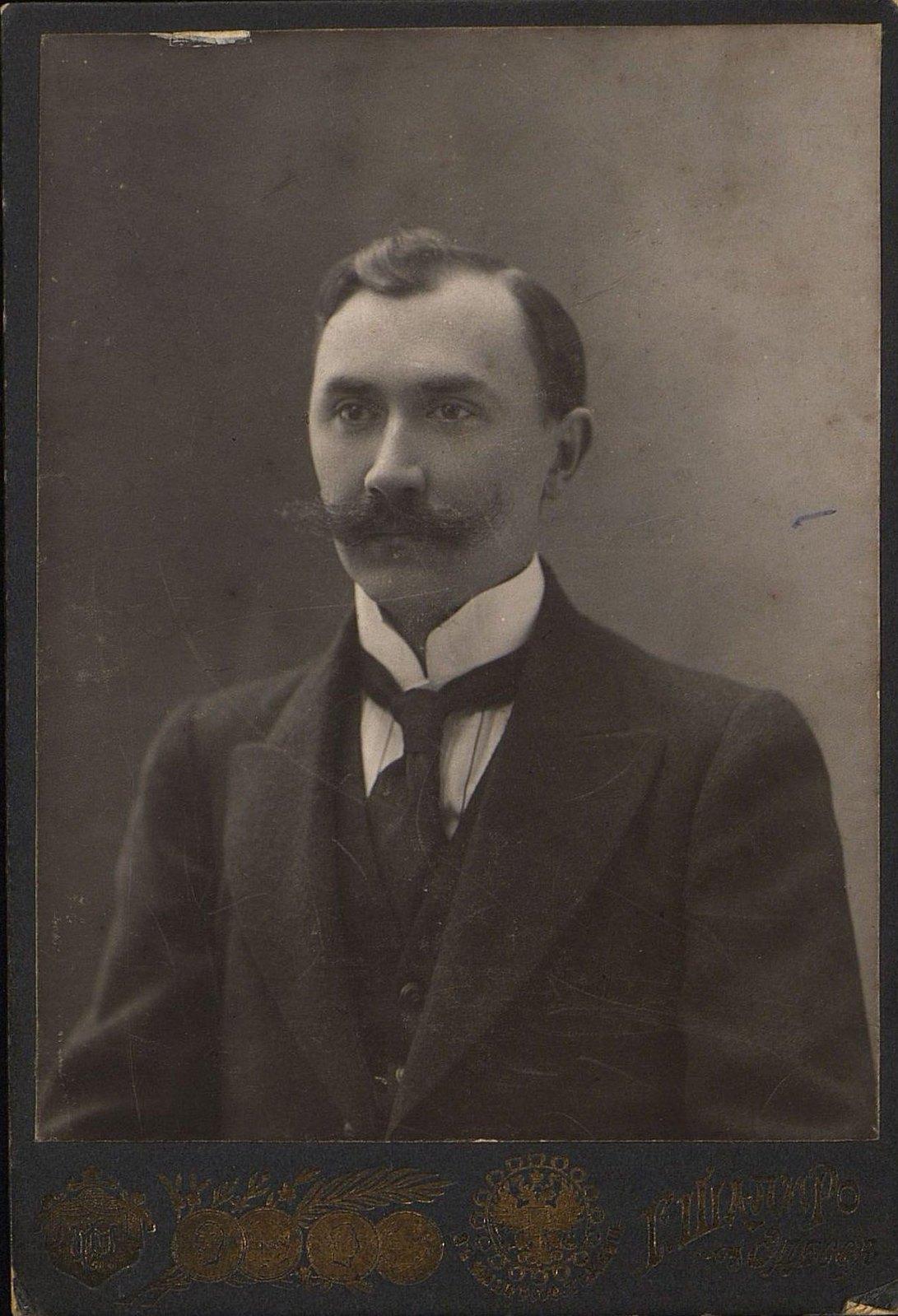 Михальский Генрих Климентьевич, секретарь Одесского городского суда. 1910