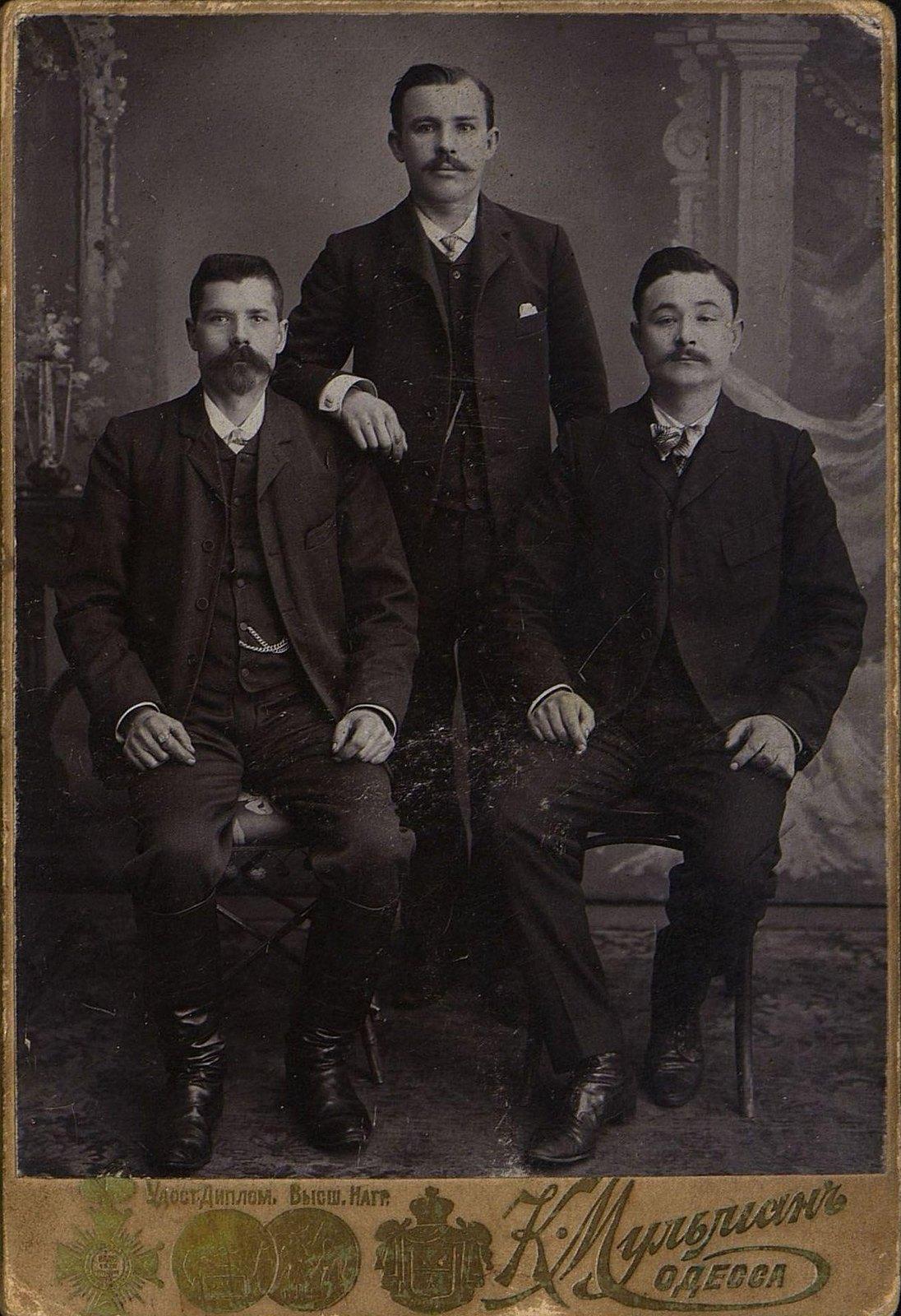 Домини Михаил, Нефёдов Александр и Гридин Иван Васильевич, рабочие-железнодорожники