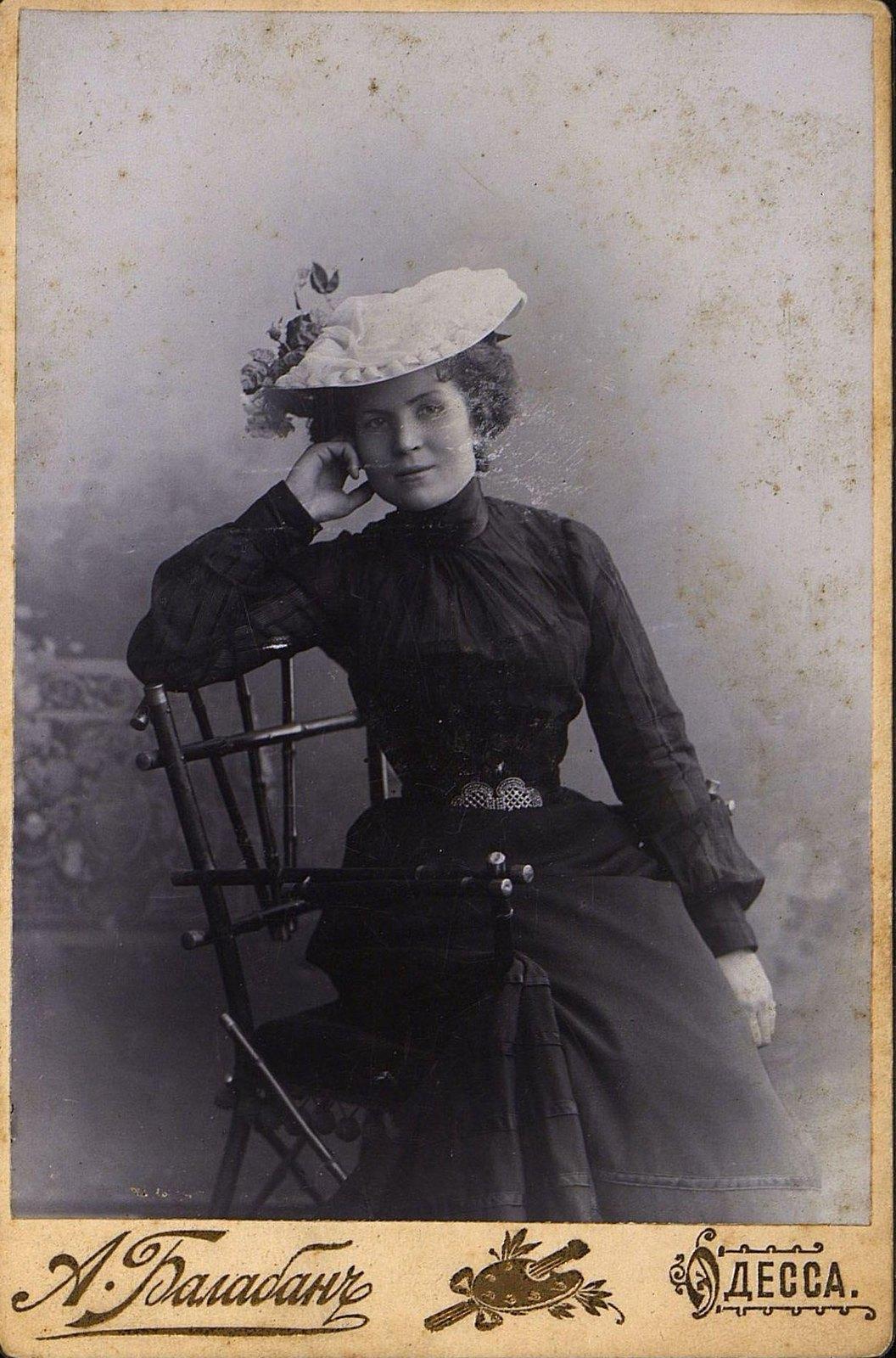 Михальская Елизавета Александровна, заведующая женской костюмерной Одесского городского оперного театра. 1902