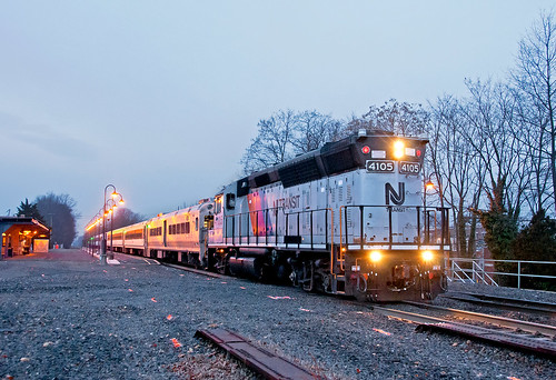 njt njtransit emd gp40ph2 dunellennj raritanvalleyline commuter train railfan railroad