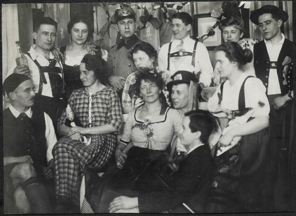 ArchivTappen2AAl2d487 Faschingskostümierung, Fotoalbum, 1900-1930er