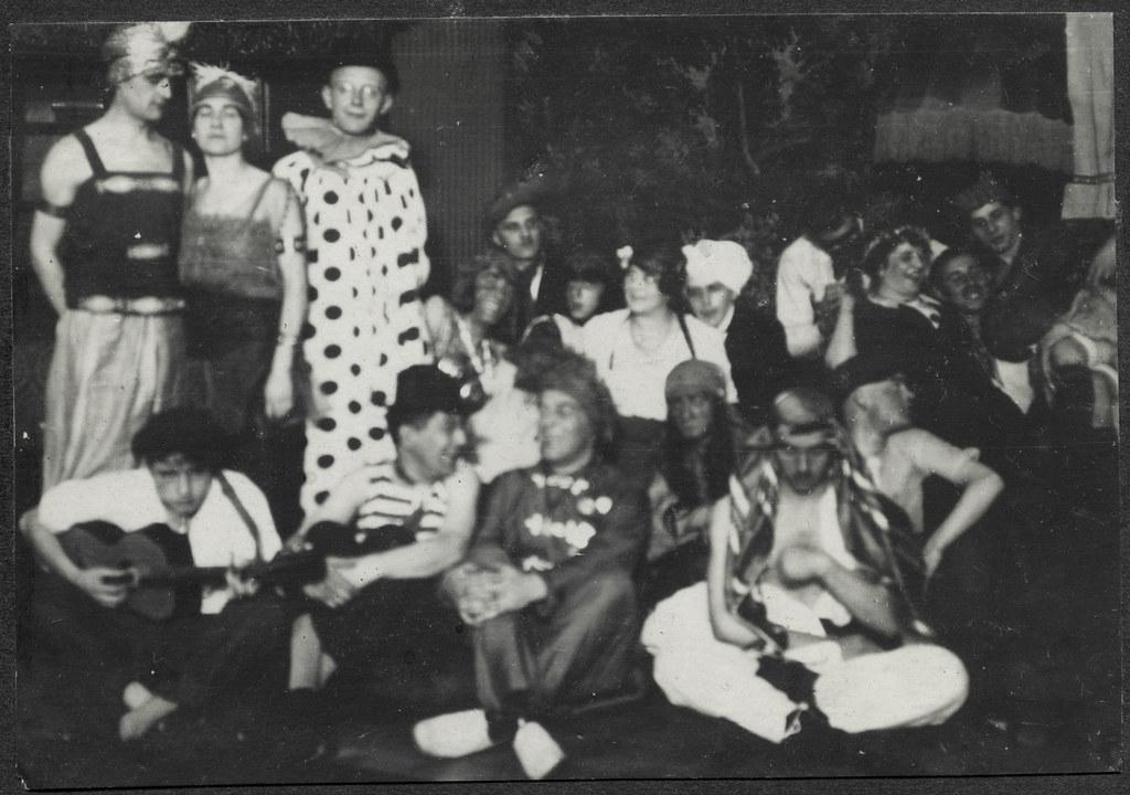 ArchivTappen2AAl2d483 Faschings-Kostümierung, Fotoalbum, 1900-1930er