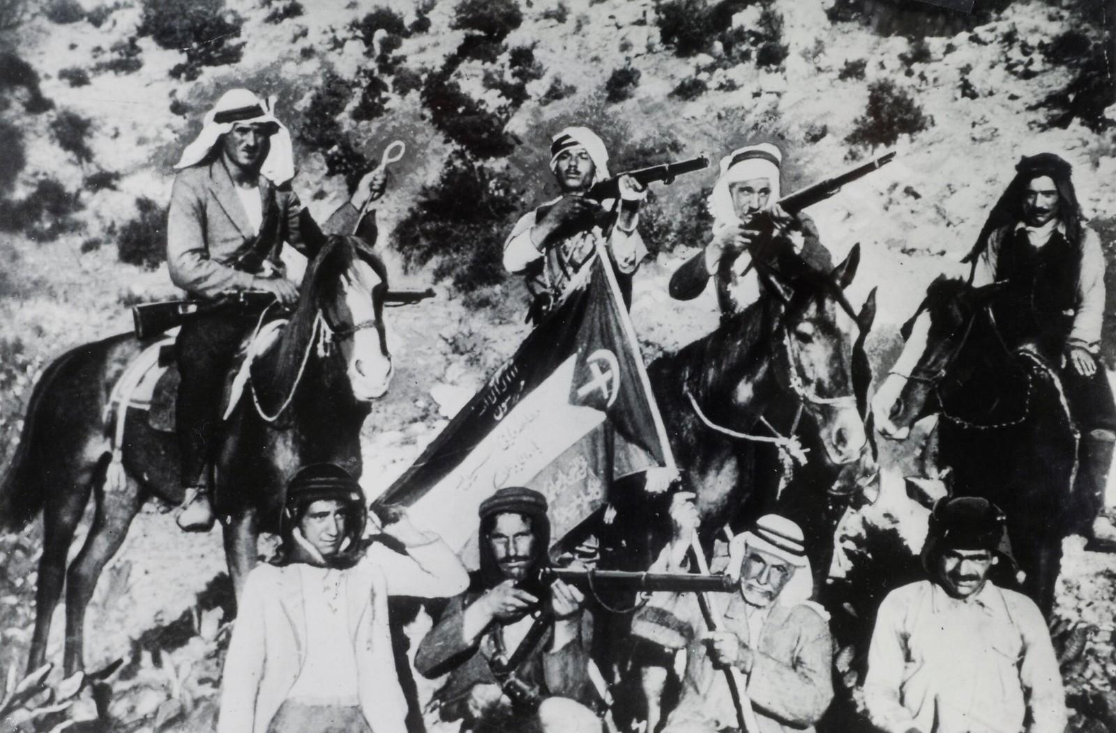 01. 1938. Так называемые арабские повстанцы во время арабского мятежа в Палестине. Эта фотография была найдена на теле Нур Ибрагима, известного лидера арабского восстания, убитого патрулем. Ноябрь