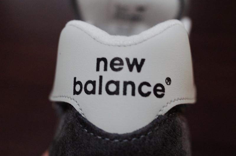 NEW BALANCE M1300CLS足首のロゴ