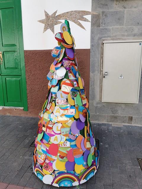 arbol decoracion de navidad obra de alumnos CEIP La Aldea de San Nicolás de Tolentino Gran Canaria 01