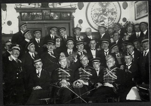 ArchivTappen2AAl2d492 Burschenschaftler, Fotoalbum, 1900-1930er