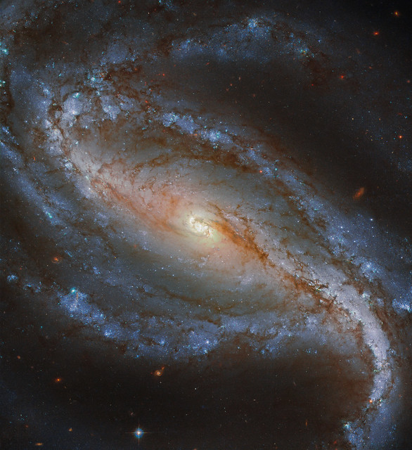 Hubble Snaps Stunning Barred Spiral Galaxy