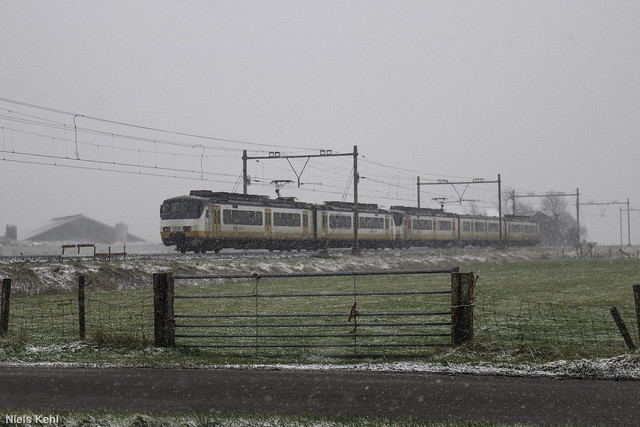 NS Stads Gewestelijk Materieel in de sneeuw.