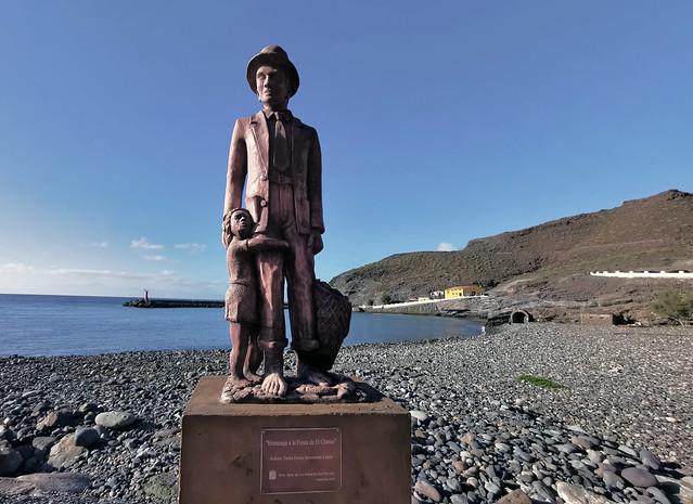 escultura estatua homenaje a Fiesta de El Charco escultora Tarha Erena Sarmiento La Aldea de San Nicolás de Tolentino Gran Canaria