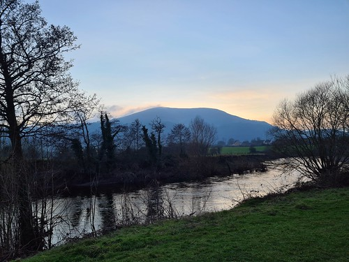 Winter sunset on the Blorenge (threejumps)