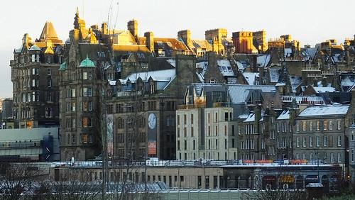 edinburgh edimbourg scotland winter princesstreetgardens oldtown architecture building snow ice sunny sunlight shadows cityscape
