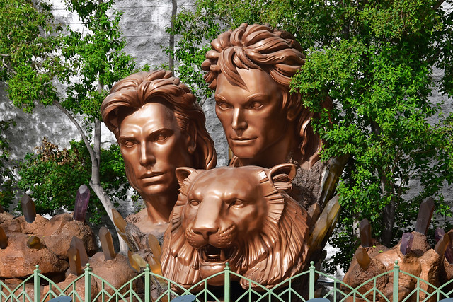 Las Vegas NV USA 10-2-18 Located behind a fence on Las Vegas Blvd between Mirage and Treasure Island is this gigantic statue with the heads of Siegfried, Roy and a lion peeking out from the vegetation